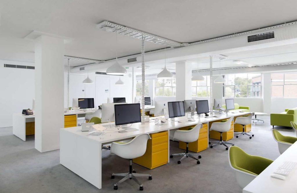 Hình ảnh văn phòng đầy đủ thiết bị nội thất